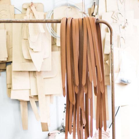 modelagens e alças de couro escudero