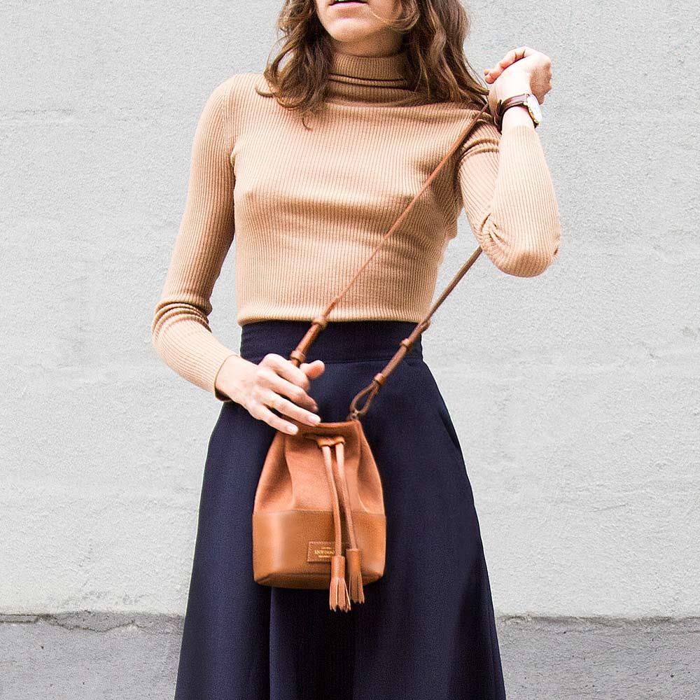 a41cab0d3 bolsa feminina mini meja de couro e camurça caramelo da escudero