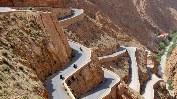viagem de moto no deserto do marrocos